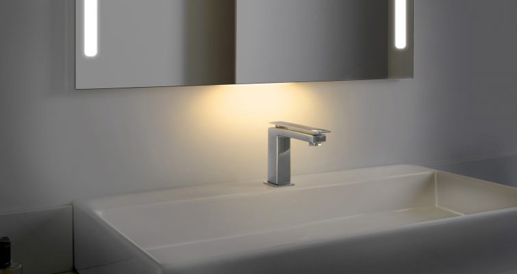 QAIO Smart Mirror Automatic Night Light Feature